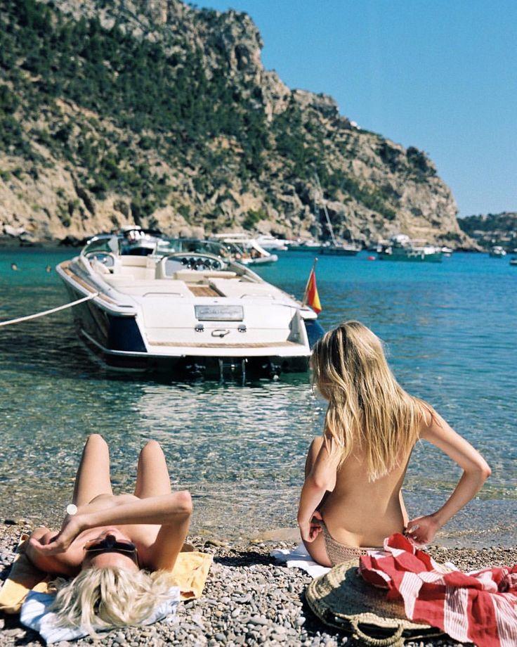 """2,545 gilla-markeringar, 19 kommentarer - Cameron Hammond (@cameron_hammond) på Instagram: """"Julia & Charlie for @faithfullthebrand in Mallorca #35mm"""""""