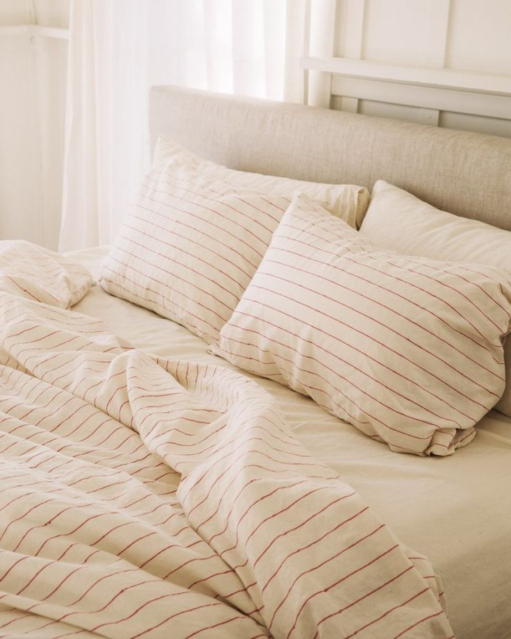 Hemp Eucalyptus Or Bamboo Bed Sheets We Break Down 3 Non Traditional Options Bamboo Sheets Bedding Cute Bed Sheets Bamboo Bedding