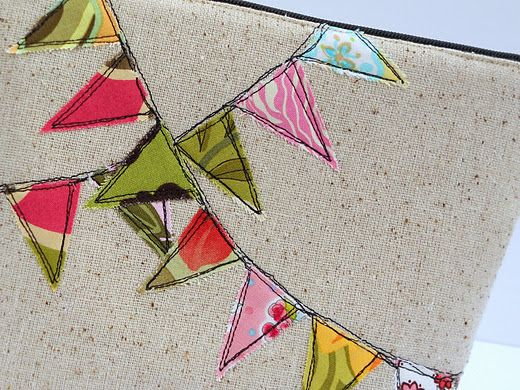 love this raw-edge applique bunting--would be cute on a baby quilt
