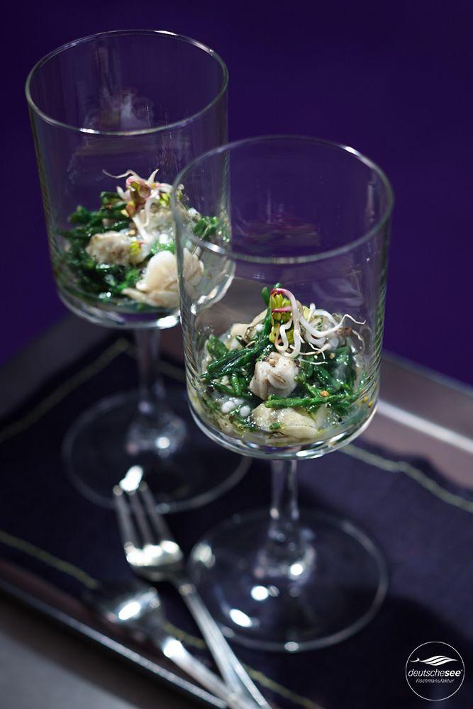 Austern-Tatar mit Passepierre-Algen. Mehr als nur ein Augenschmaus: Austern, Passepierre-Algen & Tapiokaperlen werden mit Limettensaft abgeschmeckt und stilvoll im Glas serviert.