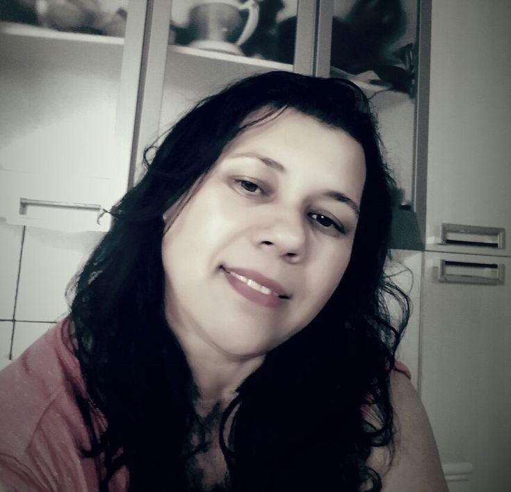 Família pede ajuda para encontrar mulher desaparecida em Areiópolis -   Vilma Maria da Costa, 42 anos, moradora de Areiópolis, está desaparecida desde segunda-feira, dia 09. Ele De acordo com informações passadas pela família ao Acontece Botucatu, ela saiu de casa para por volta das 9h30 de segunda-feira para pagar conta em uma casa de materiais para cons - http://acontecebotucatu.com.br/policia/familia-pede-ajuda-para-encontrar-mulher-desaparecida-em-areiopoli