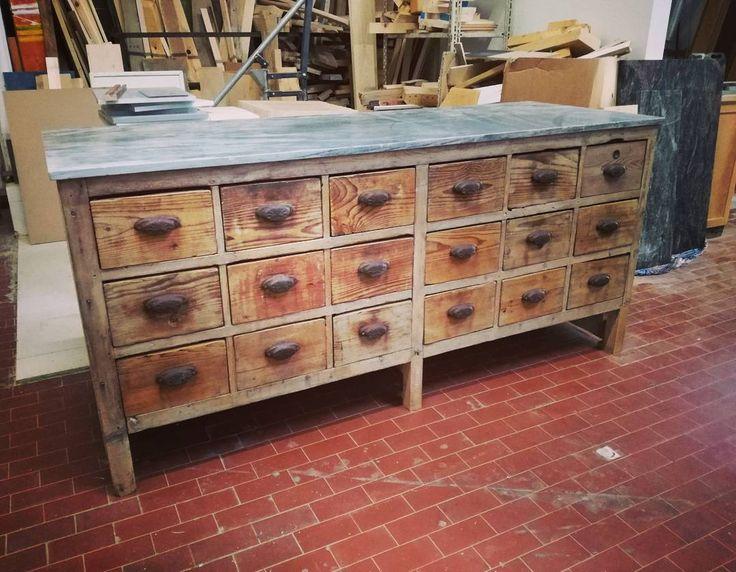 Bancone da farmacia anni 50 restaurato da #laboratorio44  #interiors #interiordesign #handmade #recycle #reuse #homedecor #wood #woodwork #instadecor #homeinspiration #designinspiration