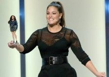 La Barbie diventa curvy in onore di Ashley Graham