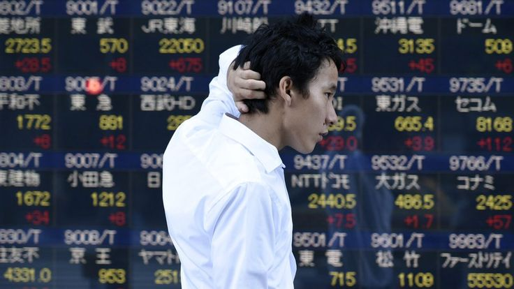 Asian stocks have tumbled after the US presidential polls indicated a tight race between Hillary Clinton and Donald Trump.