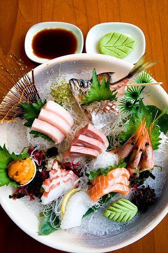 Rakuzen, sashimi - sake (salmon), maguro (tuna), otoro (tuna belly), ika (squid), tako (octopus), amaebi (sweet shrimp), uni (sea urchin), Spanish mackerel
