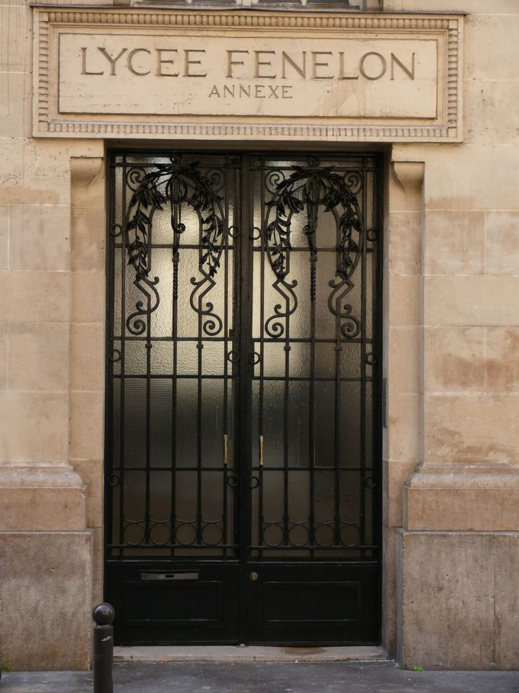 Door of the second building of the Lycée Fénelon, in Paris