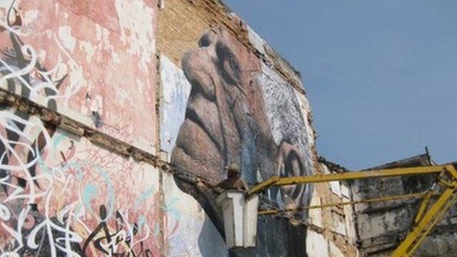 Cuba art festival brings works onto Havana's streets