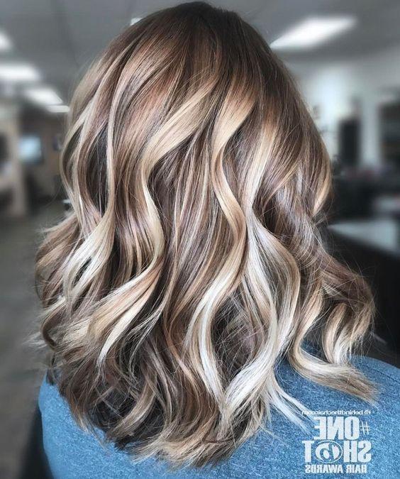 37 Magnifiques Coupes et Couleurs Pour Cheveux Mi-longs – Tendance 2019