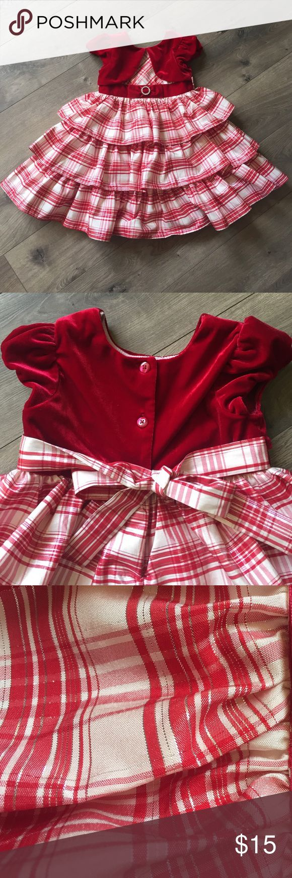 Toddler Holiday dress Very pretty Holiday dress! Silver, red and white plaid. Adorable on. Worn twice. Jona Michelle Dresses