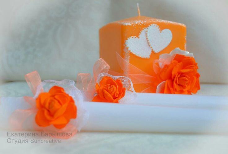 Оформление свадебных свечей..Материал цветов пластичная замша, приятная на ощупь.  Авторская работа.