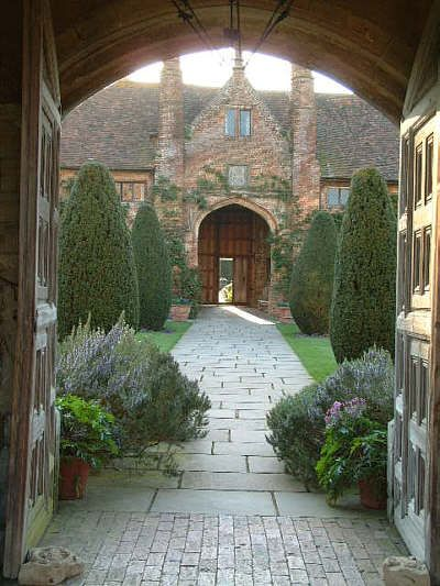 English manor style front courtyard & entrance!!