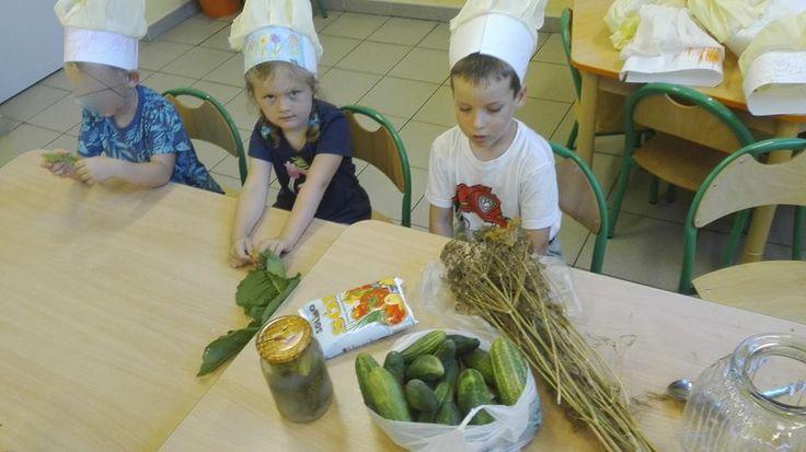 Czapki kucharskie oznaczają gotowanie! Dziś zajmujemy się ogórkami! :)