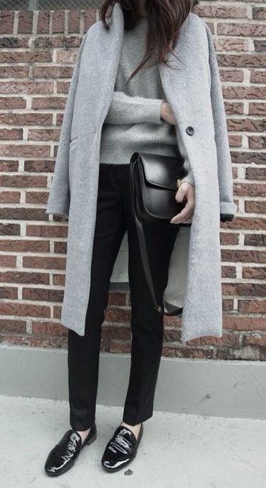 Gris, negro y zapato bajo.