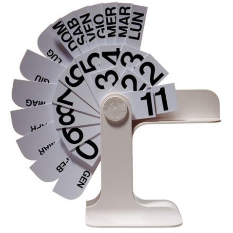 """Biurkowy kalendarz """"Timor"""" zparojektowany w 1967 roku przez Enzo Mari dla Danese."""