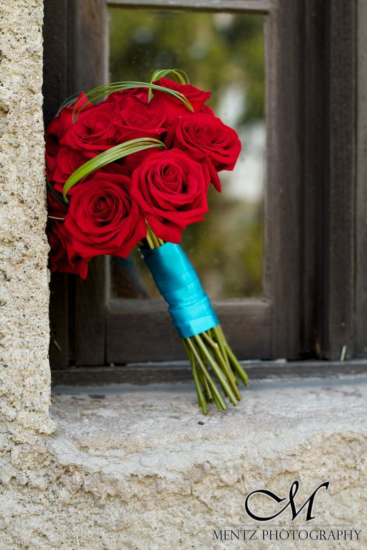 Retro Red & Turquoise wedding photoshoot with Mentz Photography - Bouquet designed by Hand Pickd (just for you)!