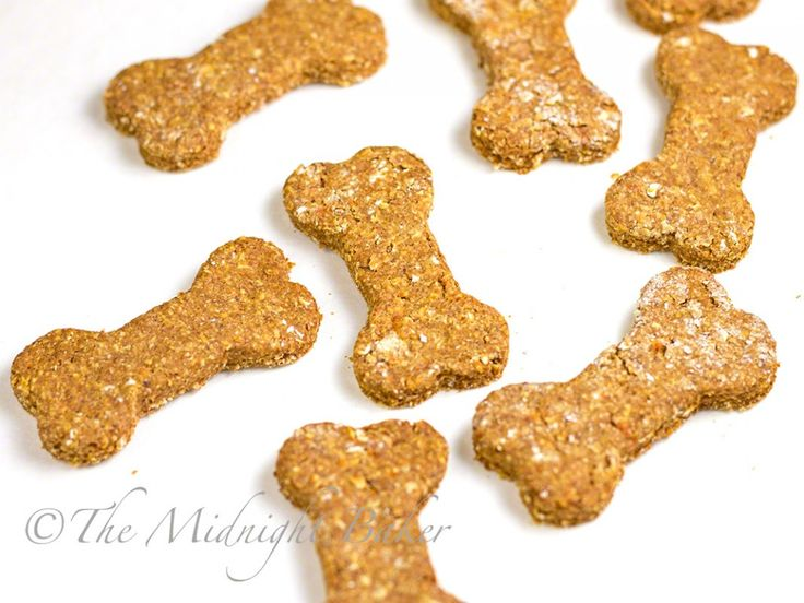 No-Flea Dog Biscuits | bakeatmidnite.com | #dogbiscuits #brewersyeast…