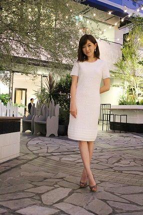 清楚なコードレーンの白ワンピース姿。#近藤しづか #shizukakondo #anecan