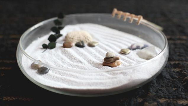 For many of us, the only things we get to see each day are cubicle walls and office furniture. Sometimes all you need to take the edge off is something nice to look at that calms your nerves and helps you relax. This tiny zen garden can do the trick and it's super easy to make.