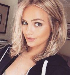 shoulder length hair / blonde / beauty / makeup