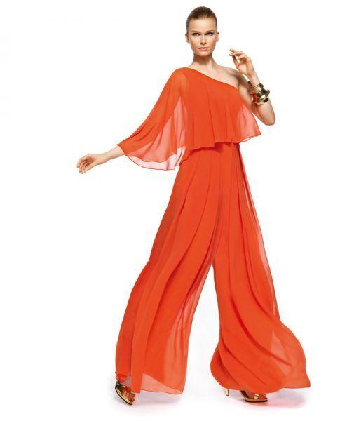 Conjunto de pantalón y blusón en color naranja intenso modelo Zeus con un tirante, manga ancha y pantalones elegantes estilo pata de elefante