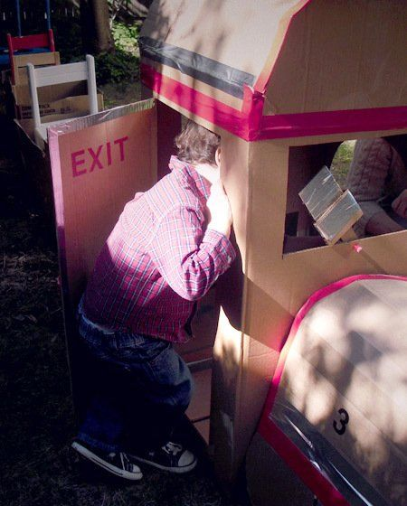 kartonnen trein mét deurtje