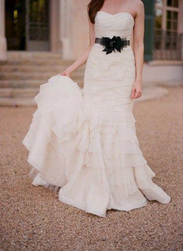 Stunning Borrow Me by Kirstie Kelly Rue Wedding AttireDress