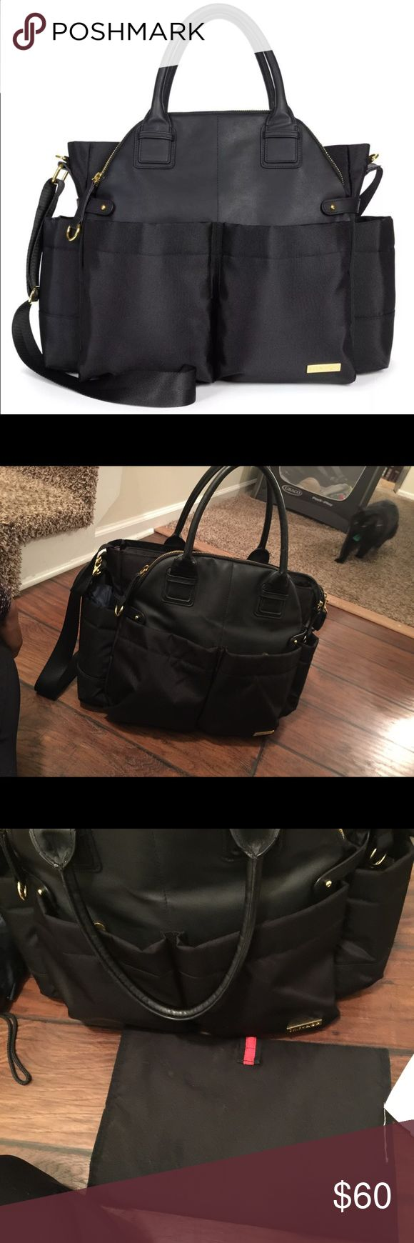 Skip hop Chelsea downtown diaper bag The most stylish diaper Back ever.!!!Got tons of space . People can't believe is a diaper bag 😻 Skip Hop Bags Baby Bags