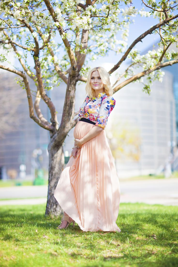 pregnant maternity style baby bump pleated maxi skirt floral blouse denver fashion blogger blonde blossoms