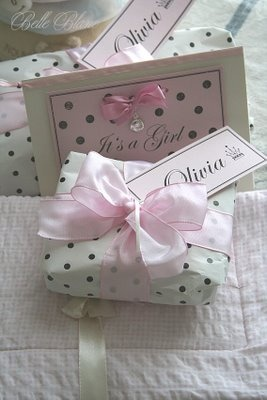 pink and polka dots ... pretty gift wrapping