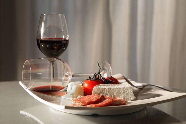 Оставайтесь с нами по крайней мере одну ночь, сохранить 22% на спа и наслаждайтесь интимный ужин с любимым в номере www.quintocantohotel.com #LuxuryDream #HolidayDimension