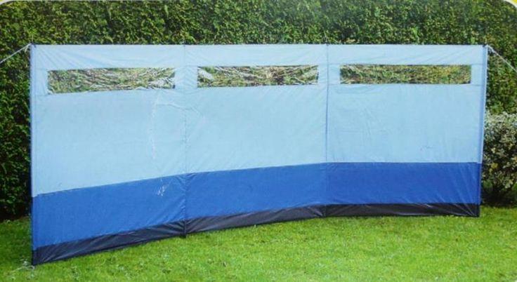 Windschutz, inkl. Tragetasche für Garten, Strand und Camping , einfacher AufbauBreite: ca. 275 cm - Höhe: ca. 140 cm - Material: PolyesterDa der Windschutz Unterteilungen hat, ist der Winkel für jede Situation anpassbar. Die Wand des Windschutzes ist dank der mitgelieferten Stangen und Abspannseile im Handumdrehen aufgestellt. Inklusive praktischer Tragetasche!Ob als Sichtschutz am Strand, im Garten oder als Windschutz für die Campingküche - mit diesem Windschutz sind Sie...