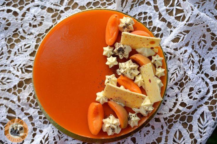 Igazi nyári torta a testvérem szülinapjára: mákos lapok, sárgabarack-kompót, vaníliás diplomatakrém, könnyű sárgabarackos joghurtmous...