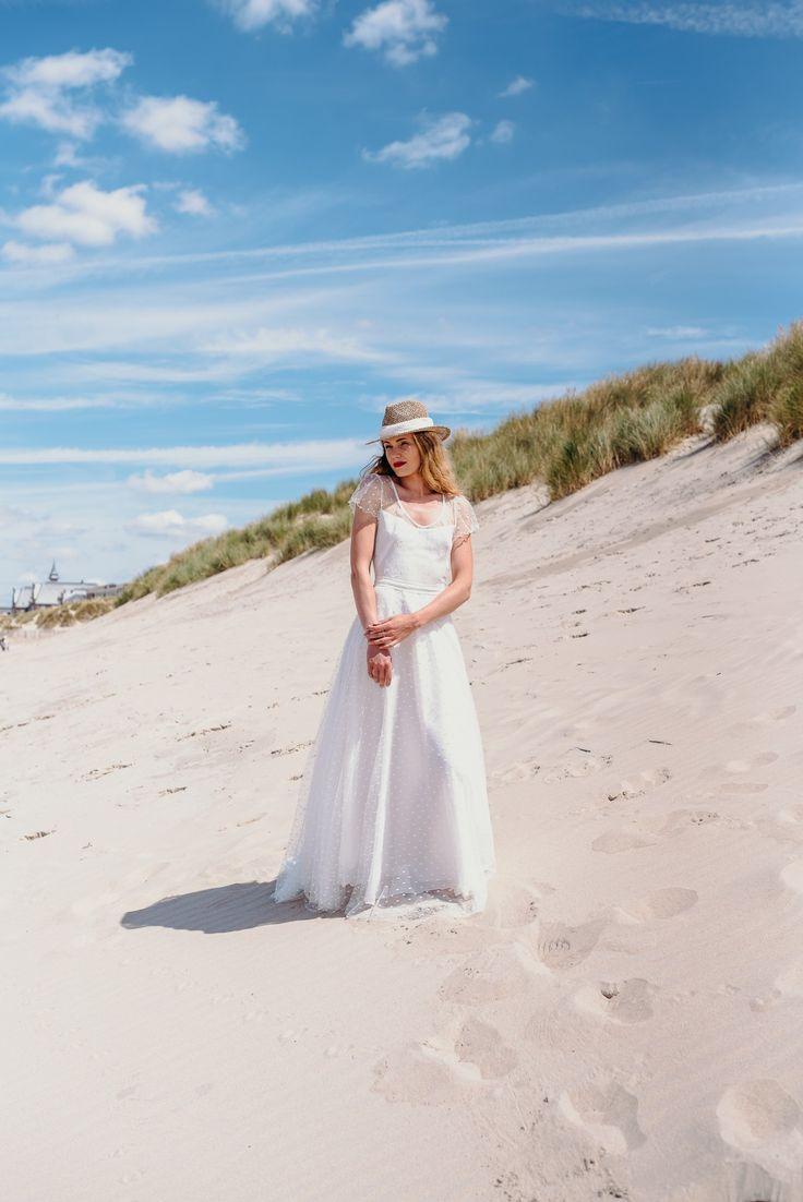 Robe LUCIOLE #mariage #mariée #robe #Robedemariée #weddingdress #wedding #bride #bridetobe #lace #dentelle #plage #faitmain #artisanat #madeinfrance