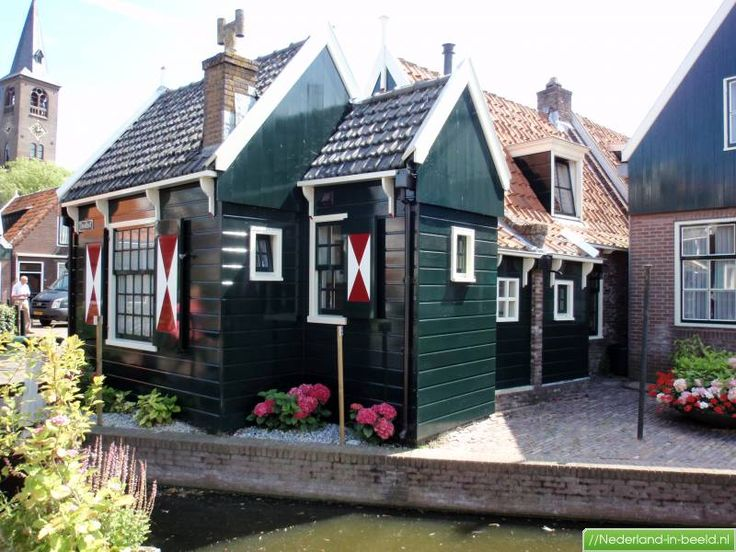 Volendam (Noord Holland ), Nederland. Name of the street is Doolhof, which means labyrinth