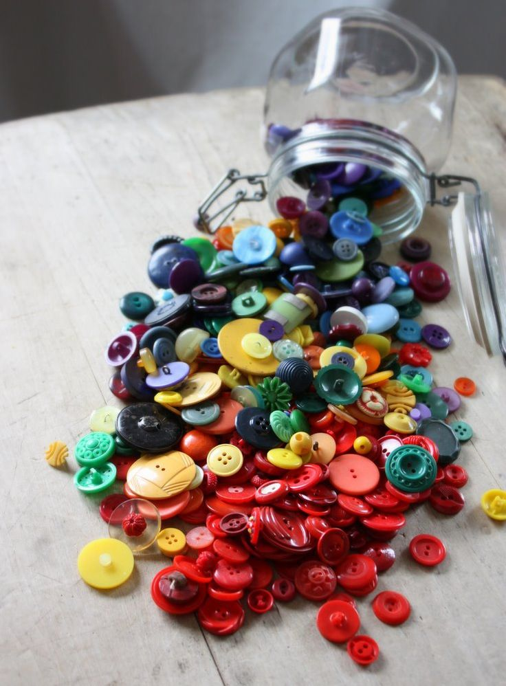 ♥ vintage buttons: Buttons, Vintage Buttons, Buttons Buttons, Colors, Photo, Rainbow