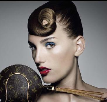 Todo un arte: Poli Picó realiza cursos de maquillaje personalizados.