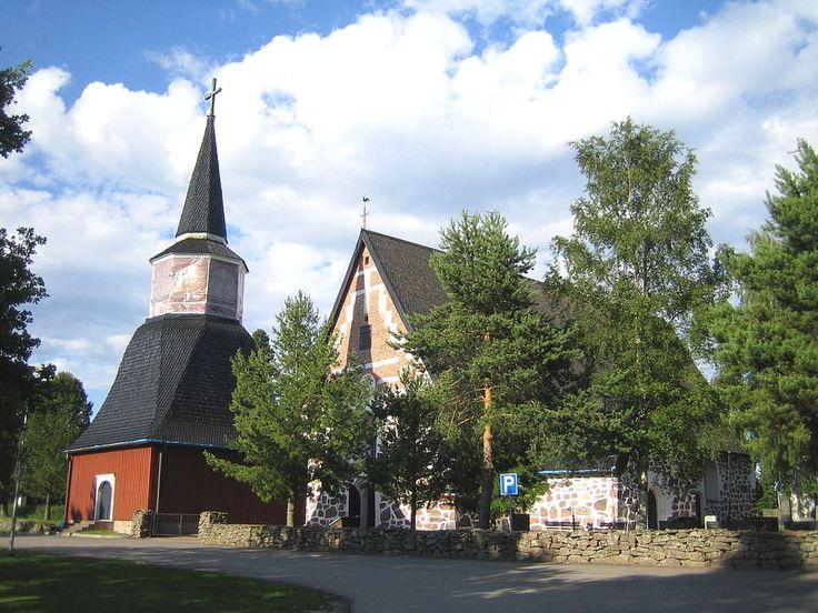 Church of Ulvila -- Ulvilan kirkko ja kellotapuli (vasemmalla)