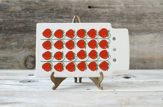 Excellent Vintage Arabia Finland Strawberry by HouseofSeance, $135.00