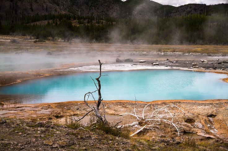 Yellowstone #yellowstone #nationalpark #smoke #water http://hikersbay.com/go/usa