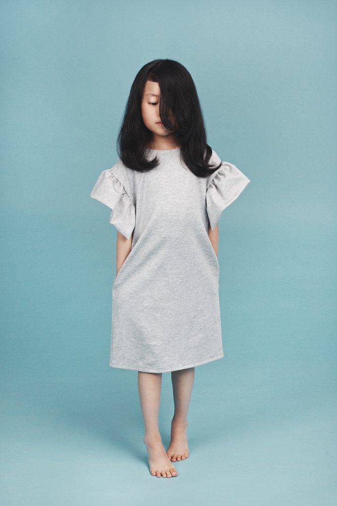 Grey jersey knit dress with ruffled sleeves. 80 % viscose 15% polyester 5% elastane, made in Lithuania, by Mummymoon