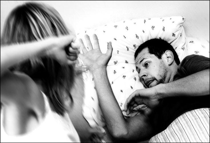 Partnervold mod mænd er tabubelagt, men i hjemmet deler kvinder lige så mange fysiske og specielt psykiske øretæver ud som mænd, mener flere eksperter