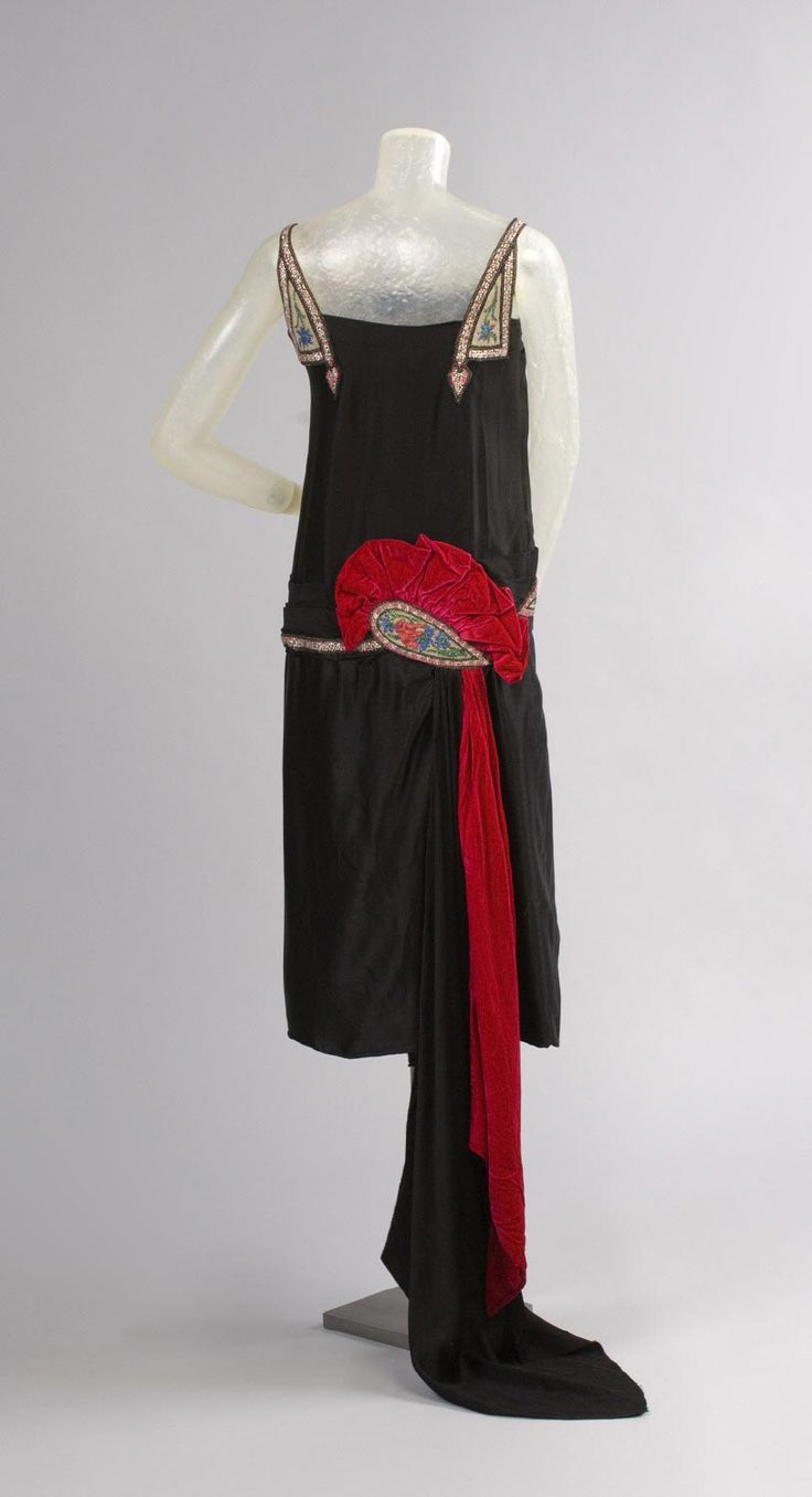 Evening Dress c. 1925 designed and made by House of WORTH, Paris, c. 1858-1952. Made in France, Europe. Silk crepe-backed satin, silk velvet, glass beads, rhinestones, sequins - Philadelphia Museum of Art - Collections Object: Woman's Evening Dress (hva)