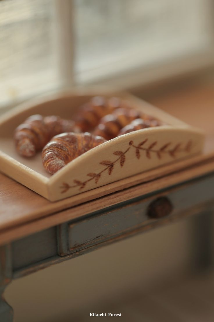 Miniature Food - Dollhouse Assorted Breads,baguette with handmade wooden Rustic Tray #pain #loaf #dollsandminiatures #miniaturefood #homedecor #clay #kikuikestudio #frenchbreakfast #frenchstyle