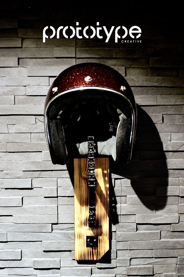 Prototype Creative - Solo Chain Helmet Rack 5 - DIY - Motorcycle chain rack created from motorcycle welded chain and burned wood. [Ro] - Suport perete cască motor - lemn ars, lanţ sudat şi accesorii metelice