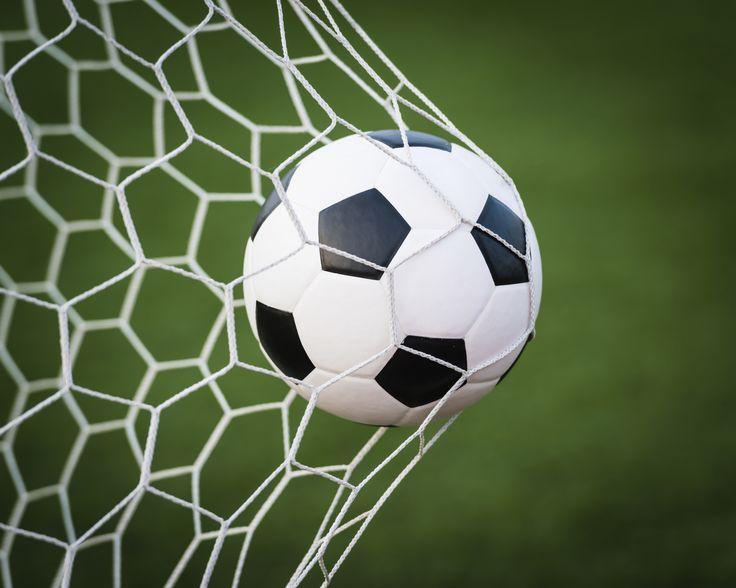 Como chutar uma bola de futebol com força