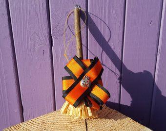 Samhain Besom, fascino della zucca, equinozio d'autunno, ara pagana, strumento rituale, Mabon protezione, decorazione della parete di Halloween, strega Besom, stregoneria