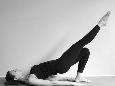 Pusťte se s námi do cvičení pilates z pohodlí domova. Vytvaruje si postavu, budete mnohem pohyblivější, zlepší se vám zdravotní stav a při cvičení se také odbourává stres.