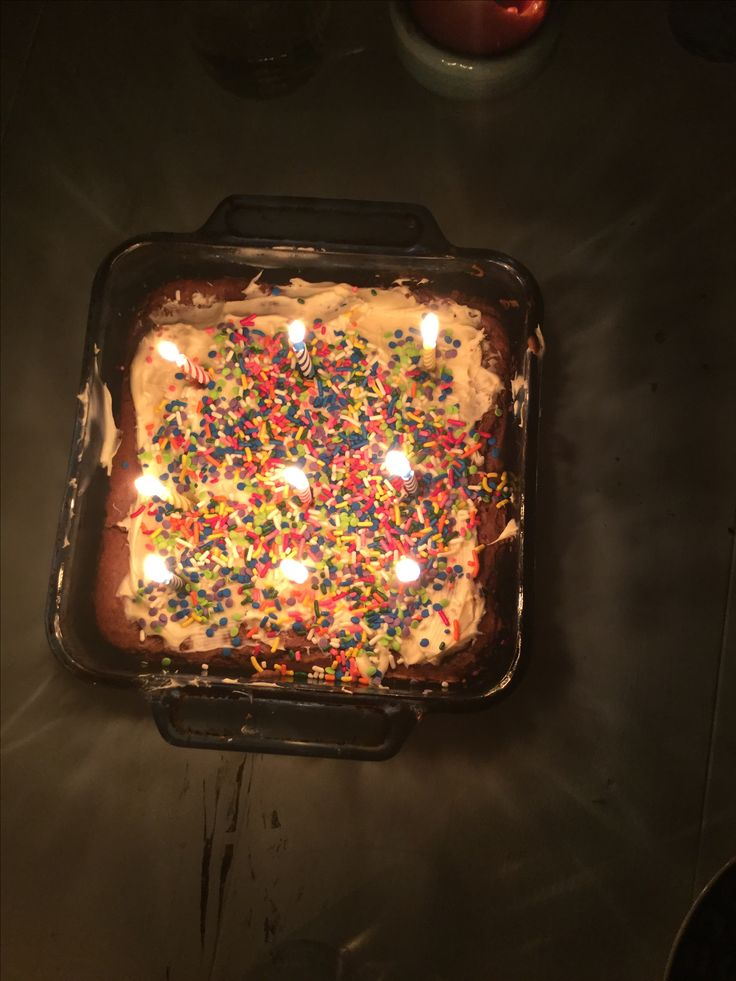 Happy times❤️   #brownies #brownEs #sprinkles #food #desert #candle #frosting #buzz #happytgursday #glass #meme #gifs #dogs #rubyroseturner #brownie