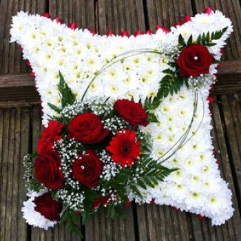 Beautiful red and white condolence decoration