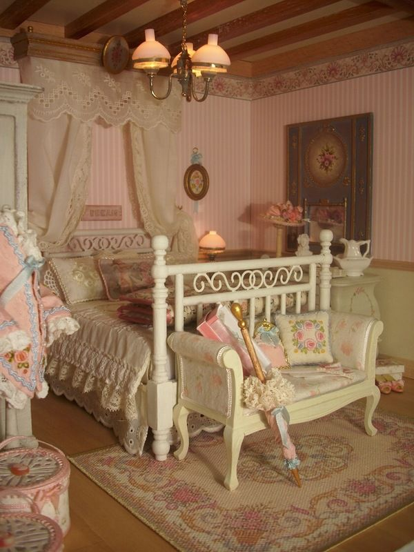 shabby chic miniature bedroom                                                                                                                                                                                 Mais